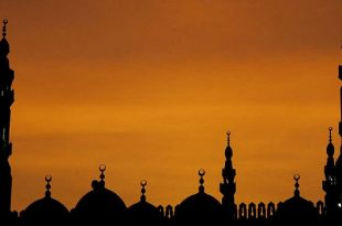 The sun sets over a mosque in the Egyptian capital Cairo, late 05 July 2007. AFP PHOTO/KHALED DESOUKI        (Photo credit should read KHALED DESOUKI/AFP/Getty Images)